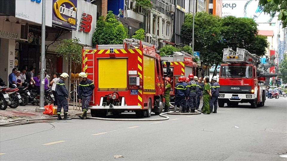 Đang tiến hành xử lý tài xế ôtô cản đường xe cứu hỏa suốt 4km