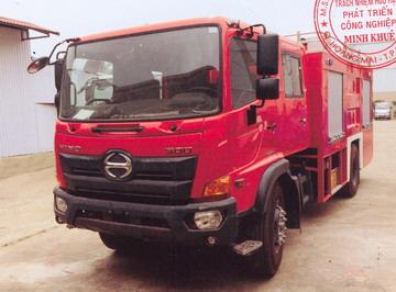 Xe cứu hỏa  HINO FG8JJ7A-B nước (5000 lít), xi téc chứa bọt (500 lít)