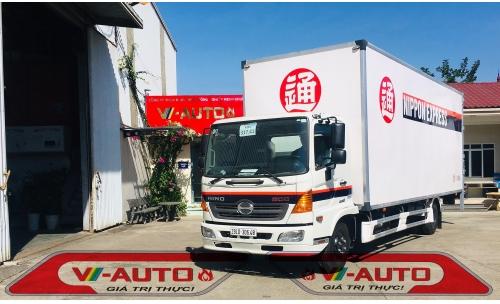 Xe tải thùng kín chở Pallet Hino 5.5 tấn