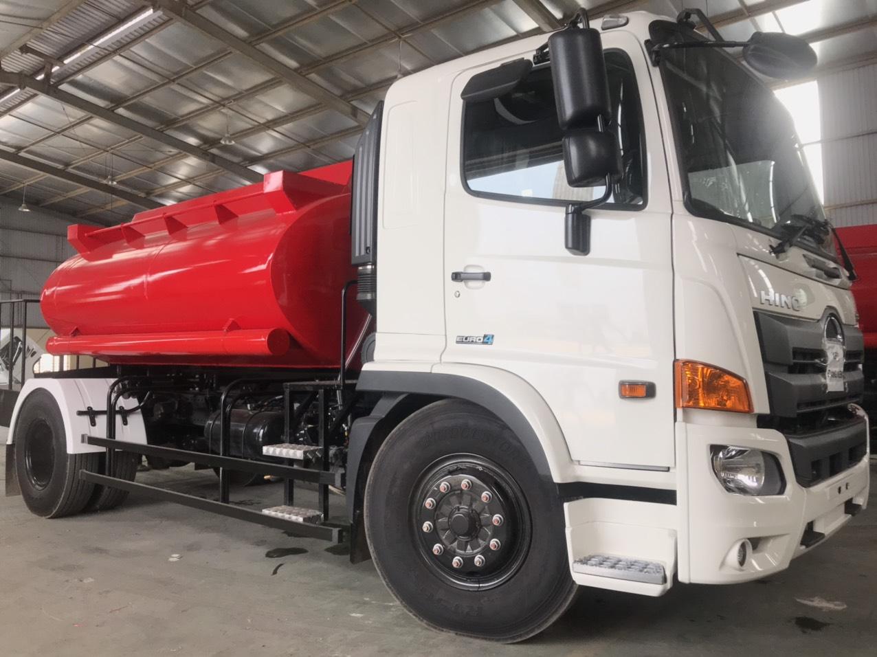 Xe ô tô xi téc chở nước hino 7500 lit