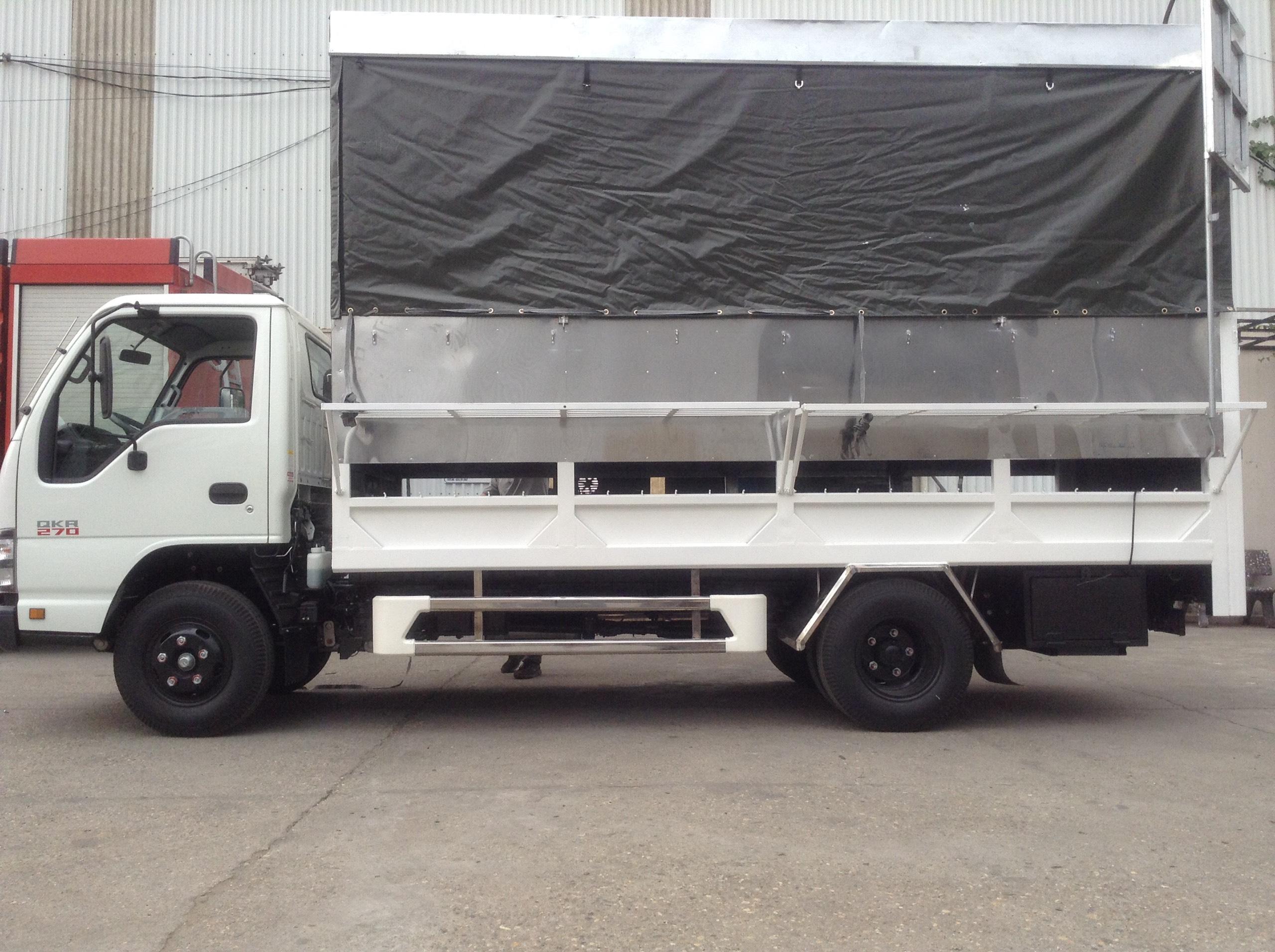 Xe ô tô tải chở xe máy bửng nâng ISUZU 4 tấn